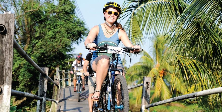 Kuching en vélo