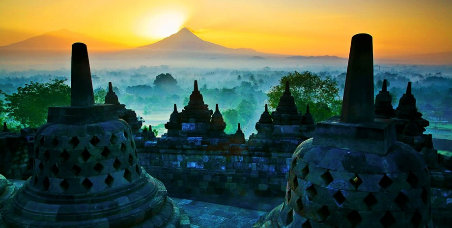 Lever de soleil à Borobudur